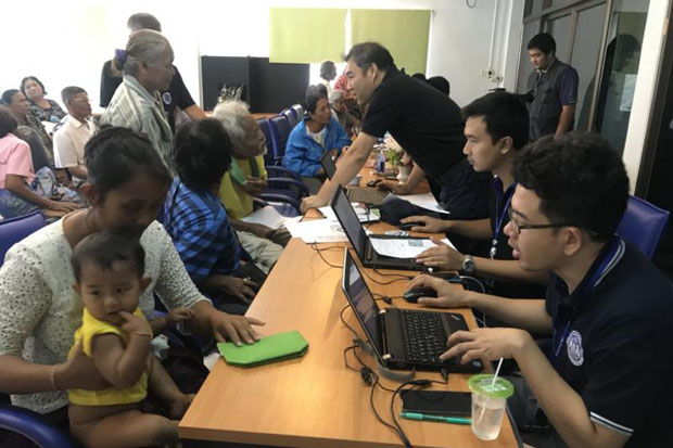 Officials question local people during the investigation into systemic corruption in the payment of financial assistance for the destitute in Don Sak district of Surat Thani province last month. (Photo by Supapong Chaolan)