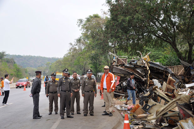 Police inspect the wrecked bus on Highway 304 in Wang Nam Khieo district, Nakhon Ratchasima, on Friday after the deadly accident killed 18 people and injured 32 others there Wednesday night. (Photo by Prasit Tangprasert)