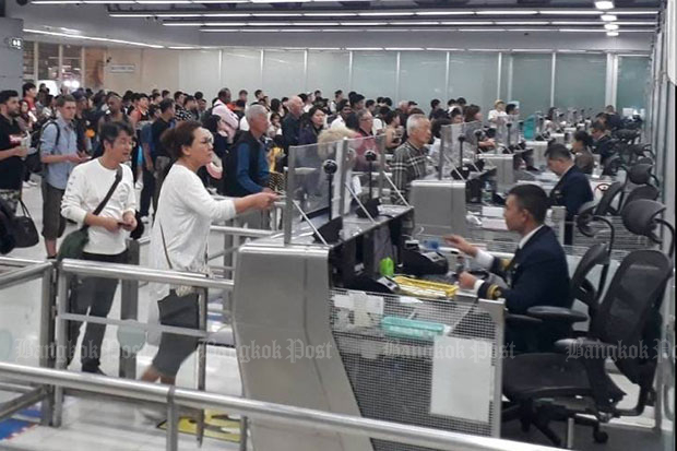 The Immigration Bureau expects long queues of passengers waiting to go through passport control at Suvarnabhumi, Don Mueang and Phuket airports over Songkran, April 11-17. (Photo by Wassayos Ngamkham)