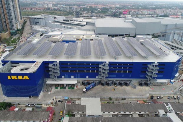 Solar panels on the roof of the newly opened Ikea store at Bang Yai provide the needed power for the complex. In the past decade, renewable power has expanded in capacity from 100MW to almost 10,000MW. (Photo provided)