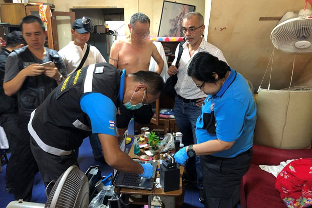 Police collect evidence collected at the home of Frenchman Rachid Abdel Kader, 64, in South Pattaya, Chon Buri province on Thursday. (Photo by Chaiyot Pupattanapong)
