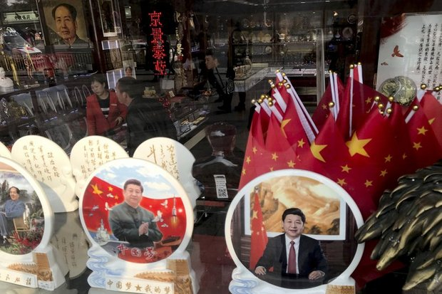 As soon as it was evident to Chinese merchants that President Xi Jinping intended to be leader for life, memorabilia popped up in shops around China that reminded many of the Mao Zedong worship. (File photo)
