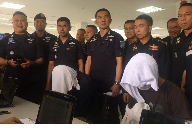 Deputy tourist police chief Pol Maj Gen Surachet Hakpan (standing third from left) show human-trafficking suspects at a briefing on Saturday. (Photo by Yuttapong Kumnodnae)