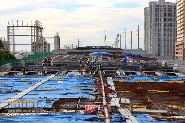 Workers lay out steel bars in constructing the 8-kilometre 4-lane elevated highway along Buendia Avenue in Makati City, Manila, on Aug 3, 2017. (Reuters photo)