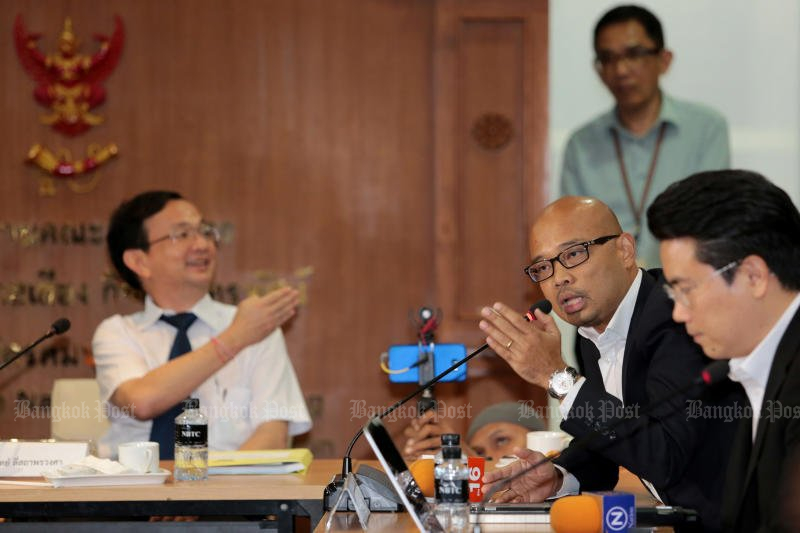 True Move's deputy director Pakpong Pattanamas (second right) defends the company's security measures to a sceptical meeting at the National Broadcasting and Telecommunications Commission on Tuesday. (Photo by Chanat Katanyu)