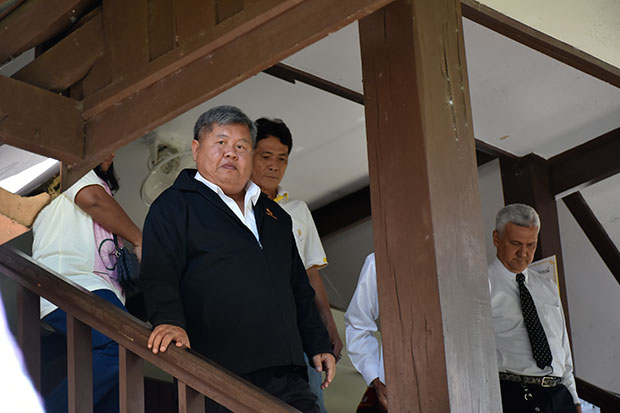 Construction magnate Premchai Karnasuta and the three other suspects in the illegal hunting case report to the Thong Pha Phum court on Wednesday morning. They are scheduled to report again on May 2. (Photo by Piyarach Chongcharoen)