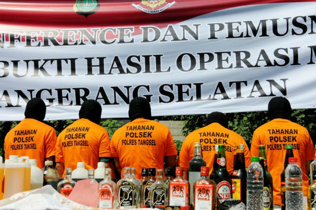Police arrest alleged key figure in Indonesia alcohol deaths