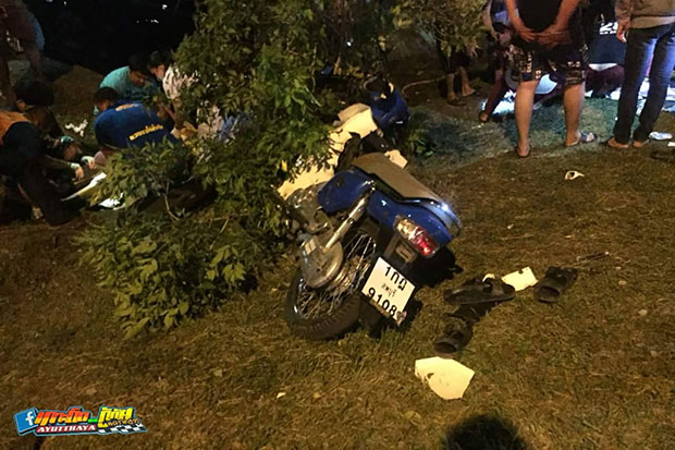 Rescue workers help drivers and passengers of a car and a motorcycle after their collision in Nakhon Luang district in Ayutthaya on Saturday night. (Photo by Ayutthaya rescue unit)