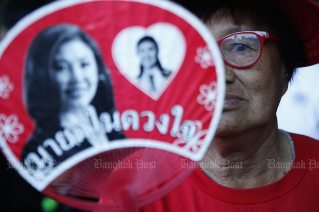 A demonstrator holds a placard in support of former prime minister Yingluck Shinawatra who was convicted was sentenced by the Supreme Court to five years in prison for dereliction of duty in connection with the rice-pledging scheme. (Bangkok Post photo)