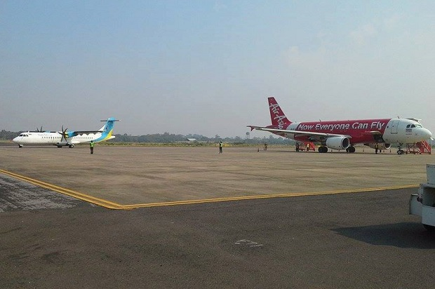 Planes sit on the tarmac at Ubon Ratchathani International Airport following its closure overnight due to electricity supply glitches. The airport reopened on Wednesday morning. (Photo from Facebook Page: Ubon Ratchathani International Airport)