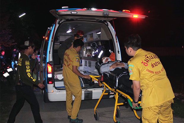 Rescue workers take the injured 58-year-old woman motorcyclist to hospital after a falling internet cable sent her crashing to the road in Lampang on Wednesday. (Photo by Aswin Wongnorkaew)