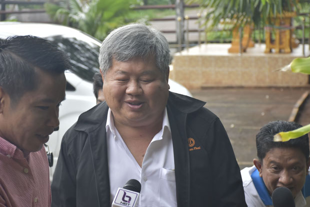 Mr Premchai Karnasuta arrives at Thong Pha Phum court in Kanchanaburi province on Wednesday. (Photo by Piyarach Chongcharoen)