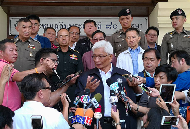 Prime Minister's Office Minister Suvaphan Tanyuvardhana talks to the press after meeting with local leaders about the controversial housing project on the foot of Doi Suthep, at Government Complex in Chiang Mai on Sunday.  (Photo by Cheewin Sattha)