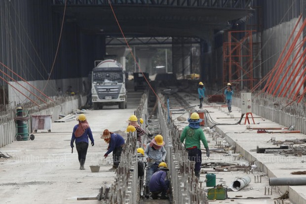 Eight migrants work on construction of the Bang Sue Grand Station transportation terminal. Under the law set to go into effect on July 1, there would have to be at least 32 Thais employed as well. (Photo by Pattarapong Chatpattarasill)