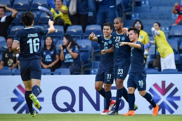 Buriram's Edgar Bruno (23) celebrates with teammates after scoring against Jeonbuk.