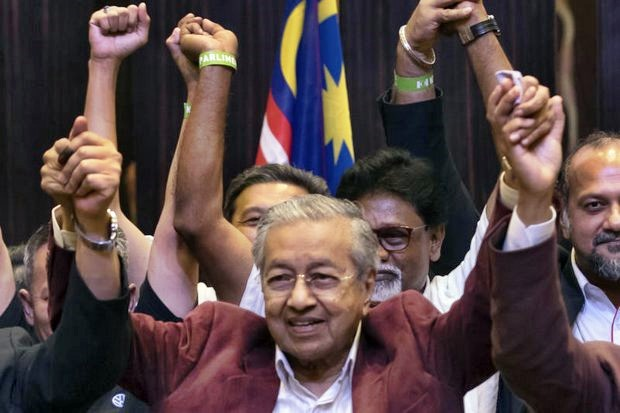 Mahathir Mohamed and supporters celebrate at a Kuala Lumpur hotel after official results showed they staged a stunning upset to win Wednesday's general election, ending the six-decade rule of the National Front. (AP photos)