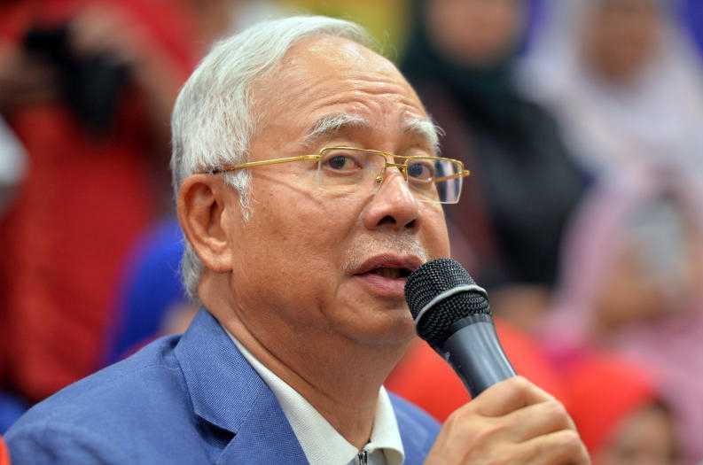Barred From Travel Najib Faces Malaysia Wrath Over 1mdb