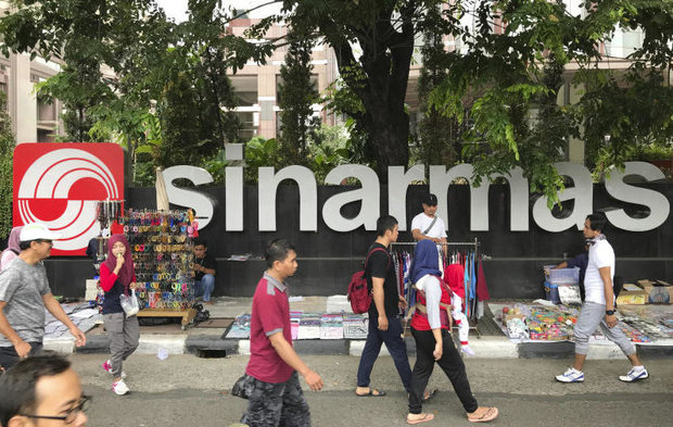 In this Oct 1, 2017 file photo, people walk past Sinarmas Land Plaza during a car-free day at the main business district in Jakarta, Indonesia. (AP photo)