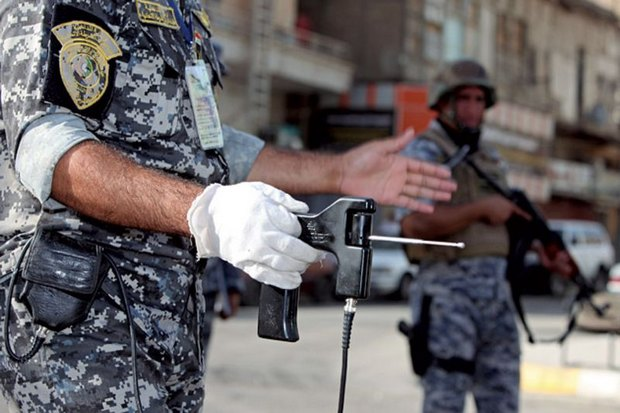 A soldier in Iraq, also a purchaser of the fake devices, holds an Alpha 6. Con men who sold the useless 'Alpha 6 molecular detector' devices at huge prices claimed they could detect explosives and narcotics, but the Thai officials and generals who fell for the fraud have not been named by the National Anti-Corruption Commission. (AP photo)