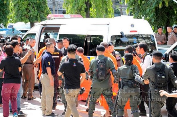 Police commandos guide arrested monks into a van. A poll released Sunday by Siam University stated that 79.37% of respondents stated that the recent corruption scandals have failed to shake their faith. (Post Today photo)