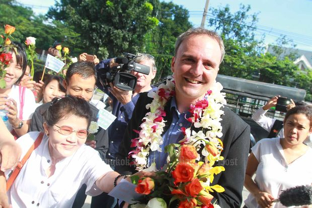 In this Oct 29, 2014 file photo, British human rights activist Andy Hall receives flowers from supporters as he turns up at the Phra Khanong Provincial Court. (Bangkok Post file photo)