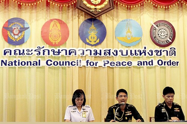 Official spokesman Lt Gen Sansern Kaewkamnerd (speaking) and aides are tasked with defending the continuing ban on political activities ordered more than four years ago by the National Council for Peace and Order (NCPO). (File photo)