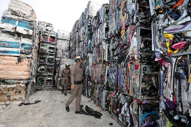 Police inspect electronic waste in Pathum Thani province early this month. The Customs Department warns that electronic and plastic waste is increasingly heading for Thailand. (Photo by Chanat Katanyu)