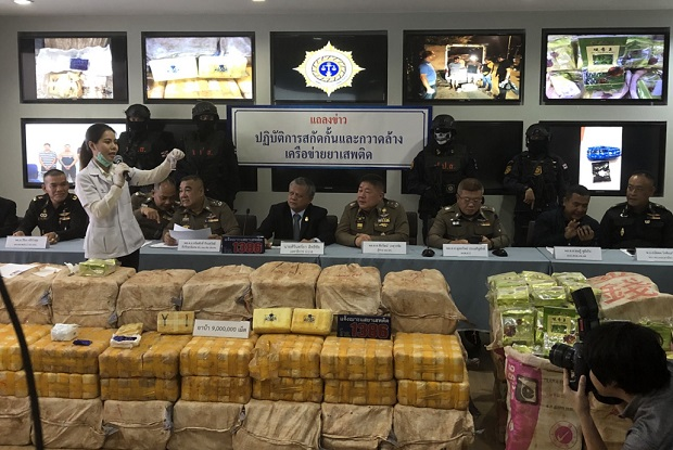 About 9 million methamphetamine pills and 300kg of crystal meth seized when key drug suspect Panatkit Soponphumipanya was arrested are shown at the Office of the Narcotics Control Board in Chiang Mai on Friday.(Photo from policenews.co.th)