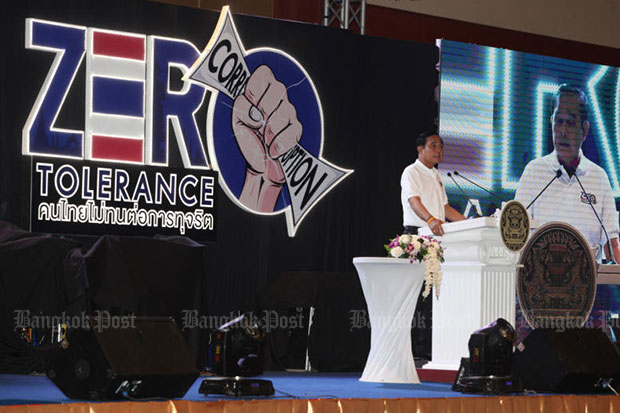 Prime Minister Prayut Chan-o-cha delivers a speech in an event to mark International Anti-Corruption Day on Dec 9, 2017. Most of the people surveyed in a Suan Dusit poll cast doubt on his government's ability to crack down on corruption. (Photo by Thiti Wannamontha)