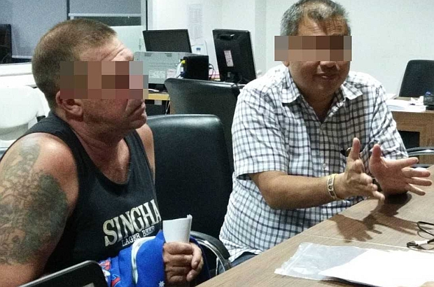 Australian Steven Allan Carpenter, 49 (left) is questioned in Pattaya after he was detained in the early hours of Tuesday in Saraburi. He is charged with offering a sex tour service on a boat. (Photo by Chaiyot Pupattanapong)