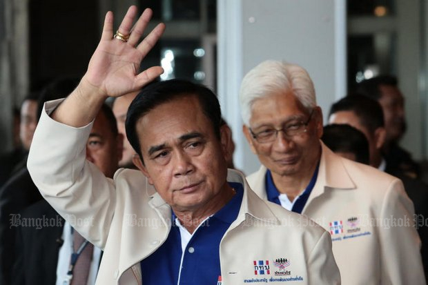 Prime Minister Prayut Chan-o-cha, backed by Suwaphan Tanyuvardhana, Minister at the PM's Office at a Sustainable Thai-ness event, now says it may not be possible to meet his promise for an election 'definitely in February'. (Photo by Wichan Charoenkiatpakul)