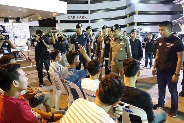Pol Maj Gen Surachate Hakparn, deputy commissioner of the Tourist Police Bureau, talks with some of foreign suspects caught following coordinated raids on 83 locations across the country early Friday. (Photo supplied by Pol Cpl Soragarn Sangsai of the Tourist Police Bureau)