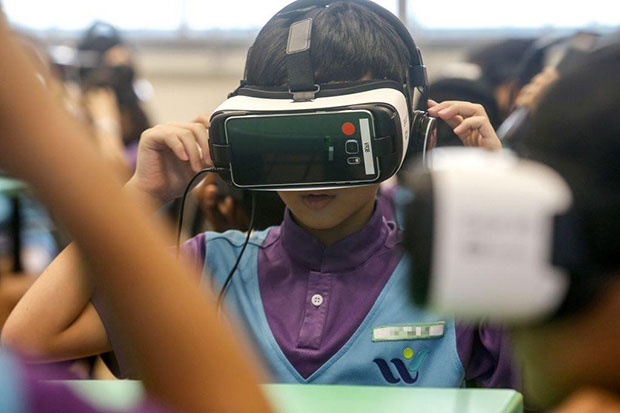 The targeted roll-out of the 5G network in Singapore by 2020 is picking up pace with M1 and Chinese tech giant Huawei announcing that they will be conducting a live demonstration of a 360-degree virtual reality content broadcast by the end of this month. (TODAY photo)