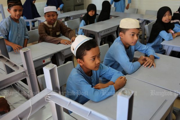 An investigation by Pattani-based task force alleges some private schools in the South are 'under-teaching' basic subjects in favour of Islamic studies. (Photo by Wichan Charoenkiatpakul)