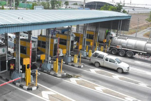 Starting Sunday, all toll booths on Motorway 9 will be open and charging every vehicle. (File photo)