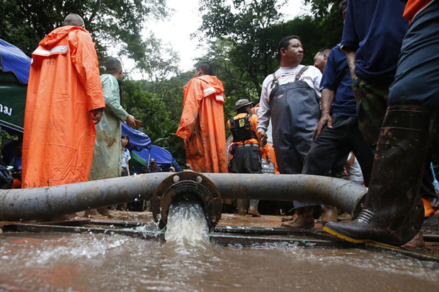 Water is pumped from the flooded Tham Luang cave in Mae Sai district, Chiang Rai, on Wednesday. (AP photo)