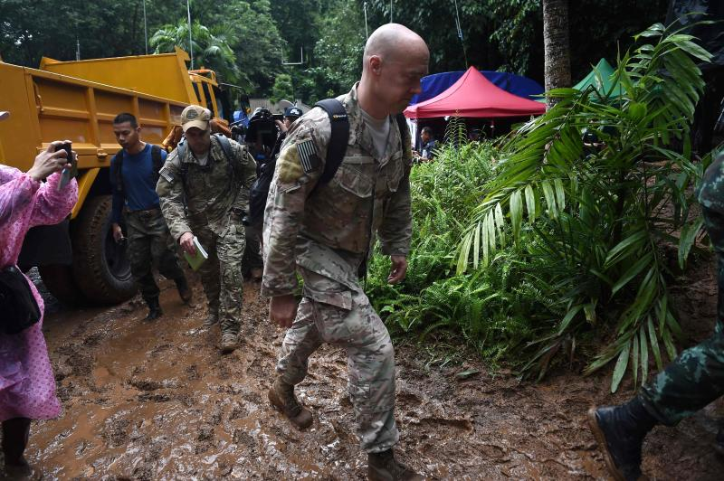 US military personnel arrive at Tham Luang cave in Mae Sai district, Chiang Rai, on Thursday to assist in the rescue operation for the missing children's football team and their coach. (AFP photo)