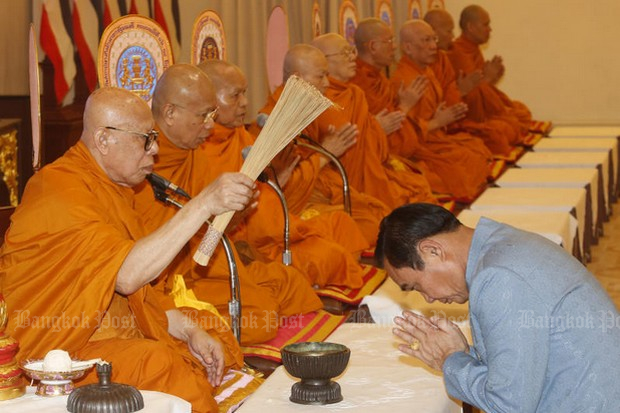 Even as he received a major political lift from former Thaksin supporters Thursday, Prime Minister Prayut Chan-o-cha was also receiving attention from monks, as he led celebrations marking the 86th anniversary of the founding of the Prime Minister's Office immediately after the 1932 democratic revolution. (Photo by Pattarapong Chatpattarasill)