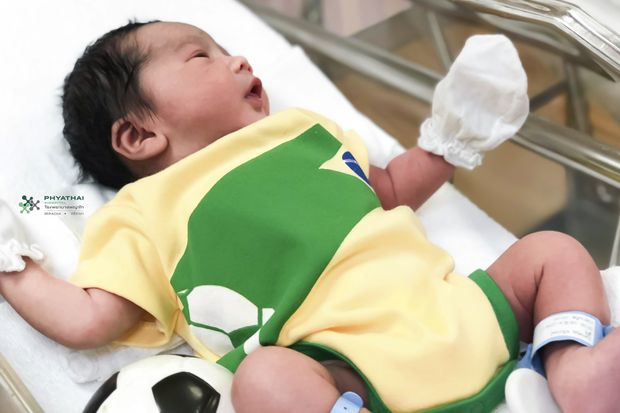 A very young Brazil fan opens his eyes in the maternity ward at Phyathai Sriracha Hospital in Chon Buri on June 21. (Photo courtesy of Phyathai Sriracha Hospital)
