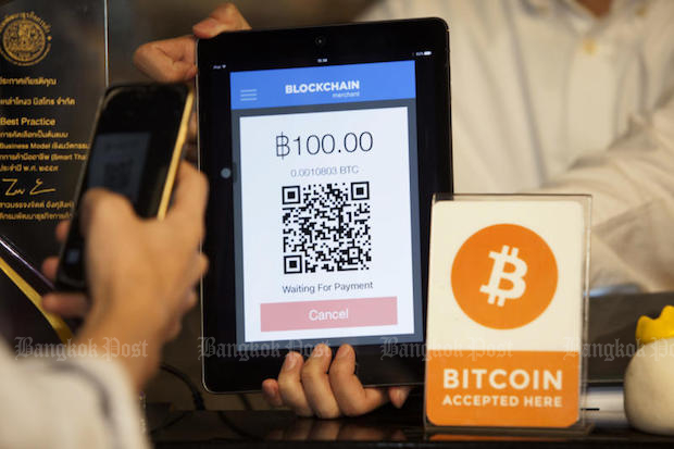 A customer pays for a meal at Lim Lao Ngow, a noodle shop in Siam Square One, with bitcoin. (Bangkok Post photo)