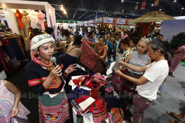 Shoppers check out goods at the One-Tambon-One-Product (Otop) trade fair in Nonthaburi province last month. The cabinet on Tuesday decided to keep VAT at 7% to boost consumption. (File photo)