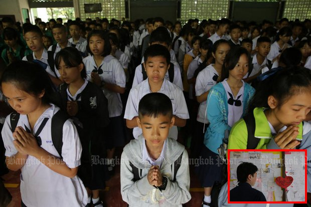 Mae Sai students pause often, both formally and informally to pray and give good wishes for the safe return of their classmates stranded at the Tham Luang caves. (Photos by Wichan Charoenkiatpakul)