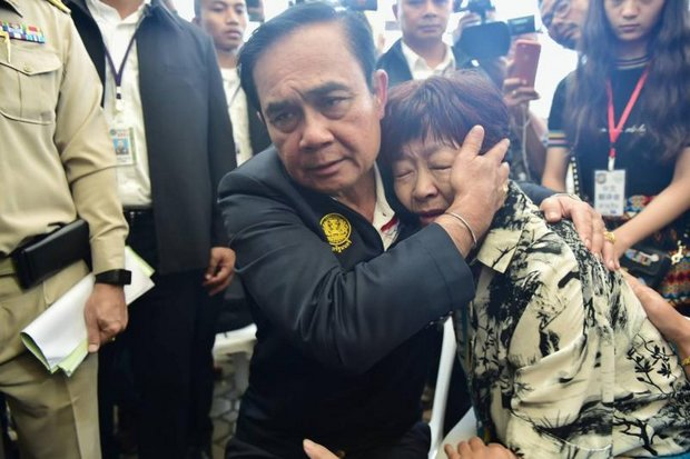 Prime Minister Prayut Chan-o-cha visited a Phuket hospital to console recovering survivors of last Thursday's dive boat disaster, and comfort relatives of the 42 known dead Chinese tourists. (Photo courtesy Government House)