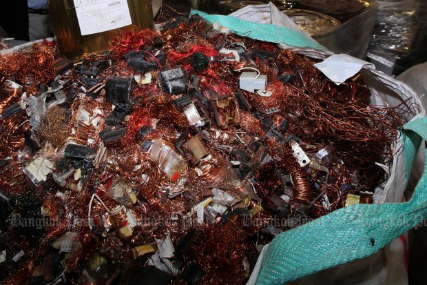 A hazardous heap of electronic waste was found by a joint military-police raid at a rubbish recycling plant in Pathum Thani's Lam Luk Ka districtlast month. (Photo by Apichit Jinakul)