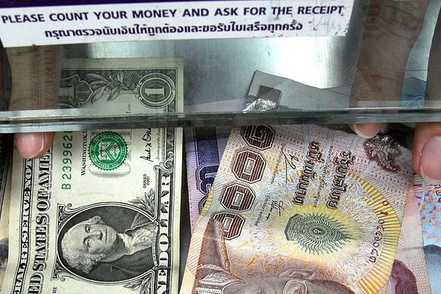 Kasikornbank now forecasts the baht will drop to 34 per US dollar by the end of August - and then reverse to 33/dollar by New Year's Eve. (AFP file photo)
