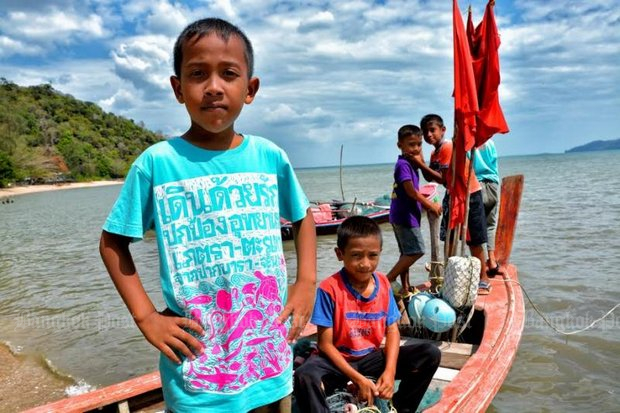 Even the children of Pak Bara were defiantly opposed to government plans to install a major deepwater seaport on their beach. (Bangkok Post file photo)