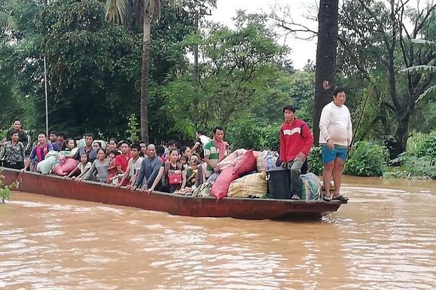 People on a boat are evacuated in the floodwaters from a collapsed dam in southeastern Laos on Tuesday. (Photo by In this Tuesday, July 24, 2018, photo, people on a boat are evacuated in the floodwaters from a collapsed dam in southeastern Laos. (Attapeu TV via AP)
