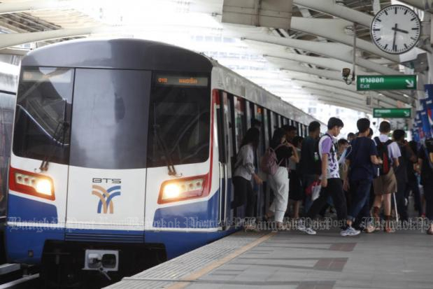 About 200,000 passengers have contacted the BTS operator to claim compensation over extensive delays caused by signalling malfunctions. (Photo by Pornprom Satrabhaya)