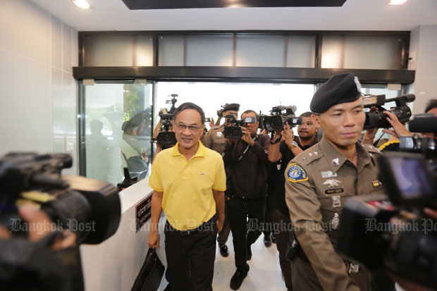Phanom Sornsilp, yellow shirt, former director-general of the National Office of Buddhism, arrives at the Crime Suppression Division in Bangkok after his arrest on Wednesday. (Photo by Wassayos Ngamkham)