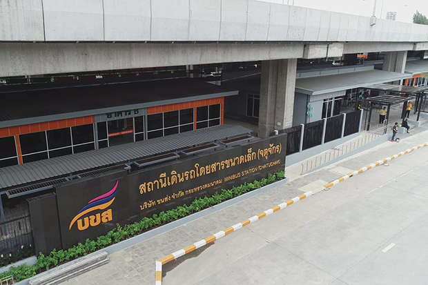 The new terminal for interprovincial public passenger vans is located under the Si Rat expressway, opposite Mor Chit bus terminal. (Photo from @fm91trafficpro Twitter account)